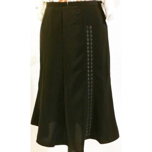 Gyönyörű, fekete színű, cipzáras, gombos, oldalt díszített , harang formájú, alkalmi szoknya