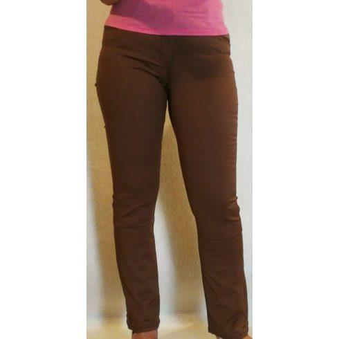 egyszínű sötétbarna, elől-hátul zsebes, kellemes, rugalmas anyagú nadrág