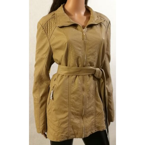 bézs színű, bőrhatású, zsebes, cipzáros, öves, selyembéléses,  kellemes, puha anyagú, hosszított  3/4-es dzseki