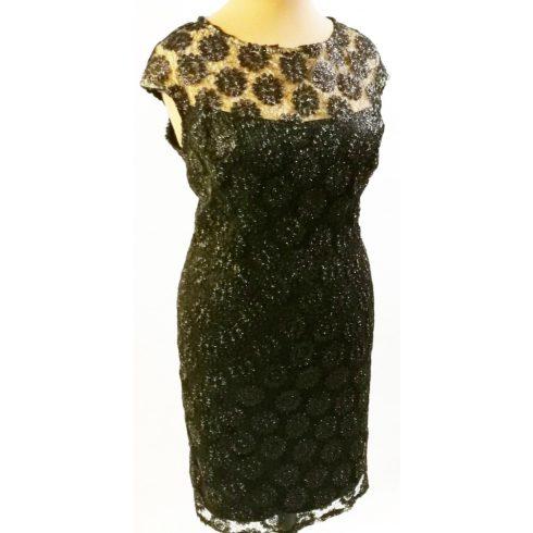 Enyhén csillogó fekete színű hímzett csipke rátétes alkalmi ruha 46-50