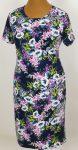 Kerek nyakú, rövid ujjú, sötétkék alapszínen, elől-hátul színes virág mintával díszített, selymes tapintású, rugalmas, nyári anyagú ruha
