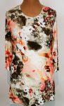 Kerek nyakú, 3/4-es ujjú, elől-hátul fehér-barna-barack színű mintával díszített, kellemes, rugalmas, pamutos anyagú tunika
