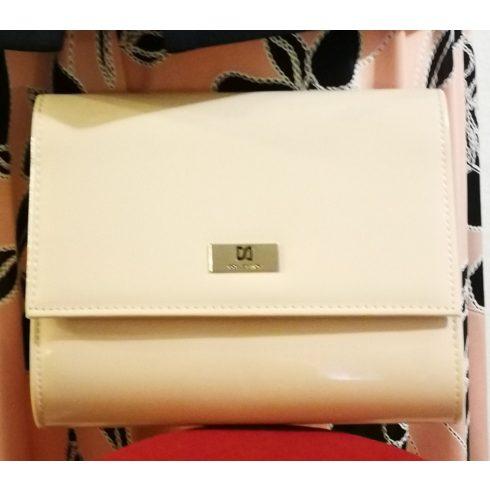 Patentos záródású,, kézi táska, egy rekeszes, hosszú pánttal is használható, puder rózsaszín színű,  rizsbőr  alkalmi táska