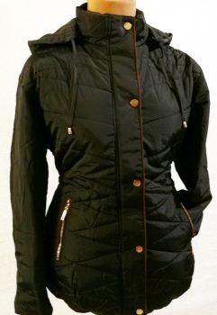 Sötétkék alapszínű, levehető kapucnis, zsebes, dupla záródású, vatelin béléses, levehető öves, dzseki