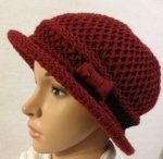 Nagyon szép, gépi kötött, dupla anyagú, anyagában mintás, oldalt masni díszítése, merevítős peremes kalap